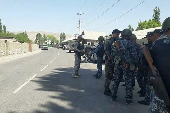 qırğızıstanla tacikistan arasında yenidən atışma başladı